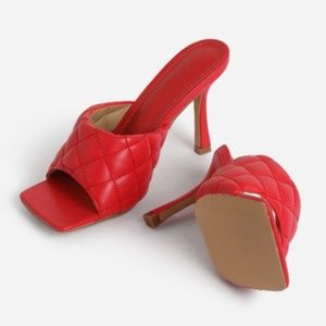 !! NEW !! SQUARE TOE Quilted Mules in Red